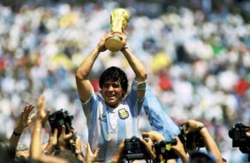 Armando Maradona, fuiste y serás siempre el más grande