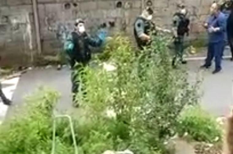 Dos policías heridos tras ser recibidos a pedradas en un poblado de Pontevedra