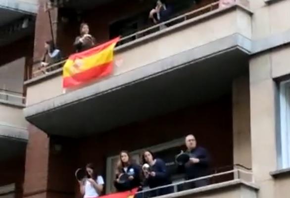 Brutal cacerolada contra el gobierno con intervención policial en la calle Núñez de Balboa de Madrid