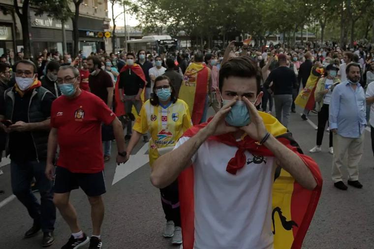 El gobierno de Pedro Sánchez y Pablo Iglesias quiere conocer los nombres de los organizadores de caceroladas en toda España