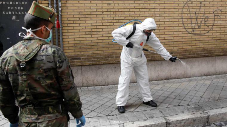 Rociar las calles con desinfectante es dañino, advierte la Organización Mundial de la Salud desde Ginebra