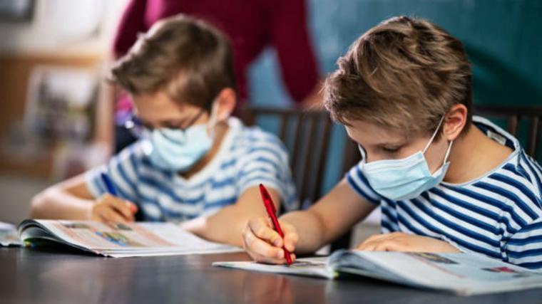 Desgarradora carta de un alumno madrileño describiendo el horror del uso de los bozales en los colegios