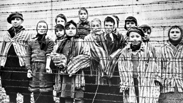 El genocidio globalista y el genocidio nazi, tan semejantes