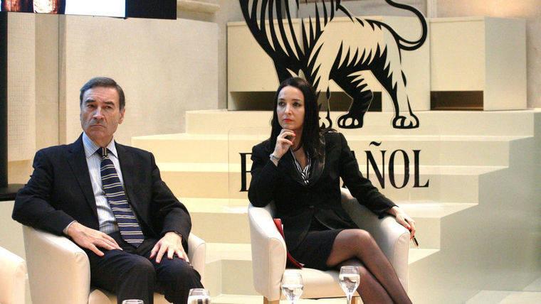 Pedro J. despeja las dudas y presenta a su novia la abogada Cruz Sánchez de Lara