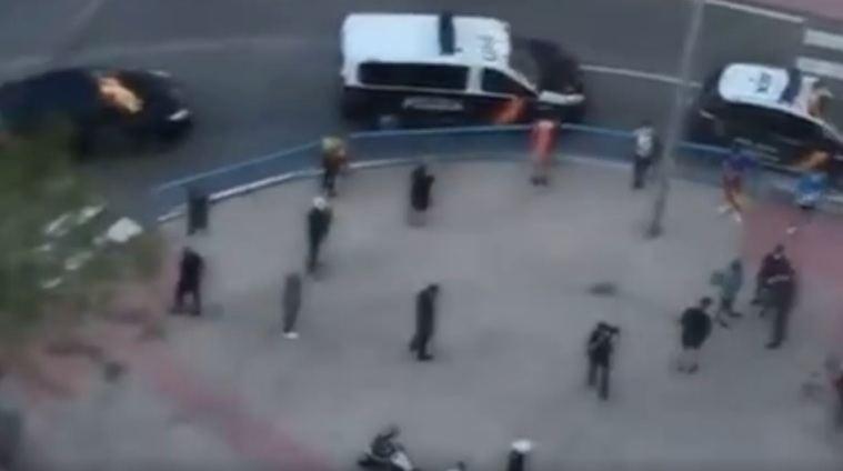 YouTube elimina los videos de policías identificando a los que llevan bandera de España