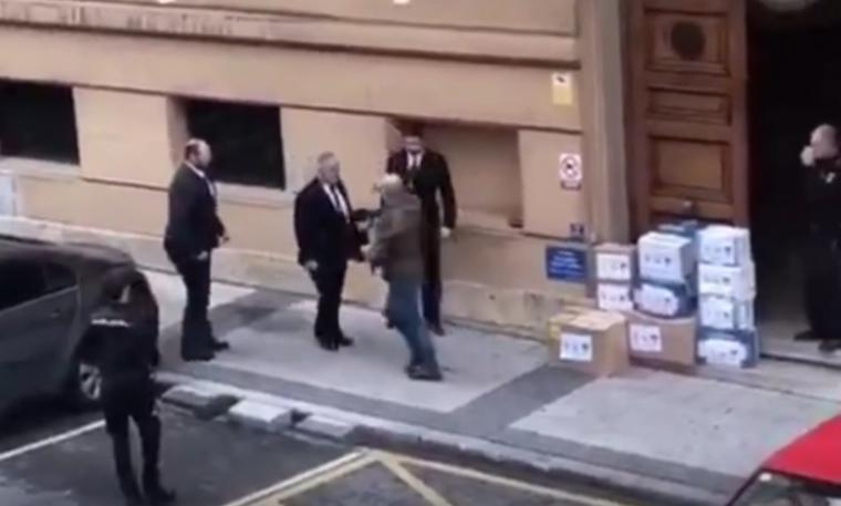 El truco de las mascarillas que desaparecen de la comisaría