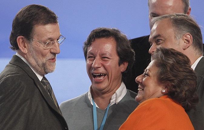 Rajoy ingresa al PP en urgencias sin médico ni líder a la vista