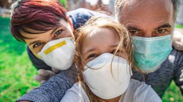 Un nuevo estudio científico vuelve a confirmarlo: los bozales son completamente inútiles y extremadamente peligrosos para la salud