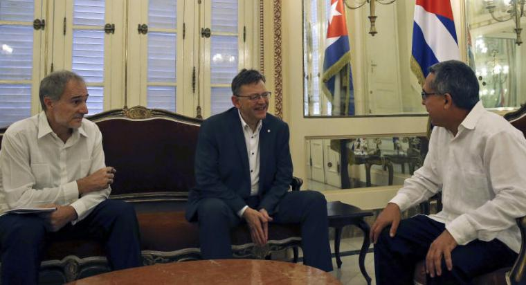 Ximo Puig negocia con Cuba que les envíe 200 médicos, a pesar de que en Bolivia se descubrió que tenían títulos falsos